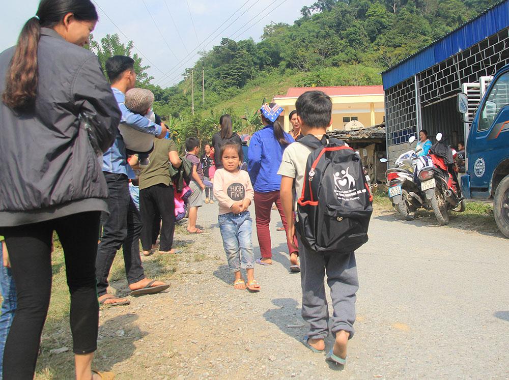 """Chương trình từ thiện """" Nâng bước em đến trường"""" - Công ty TNHH Tự Động Hóa Đông Phương Hà Nội"""